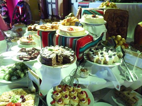 Dessert-buffet-mexican-wedding