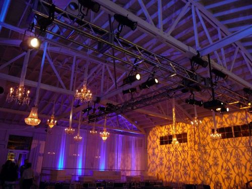 Damask-lighting-treatment-wallpaper-wedding
