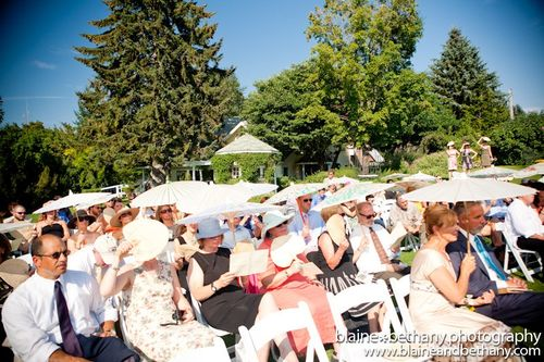 Hot-summer-wedding-weather-parasols-fans