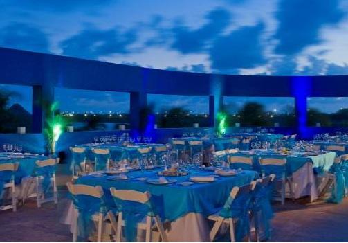 Outdoor-terrace-mexico-destination-wedding-westin-cancun
