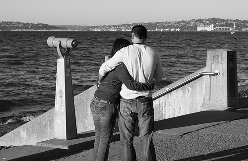Couple-planning-wedding-vision