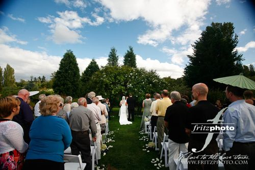 Mcmenamins-edgefield-blackberry-meadow-wedding