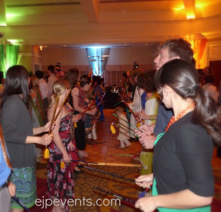 Garba-dandiya-gujarati-indian-hindu-wedding