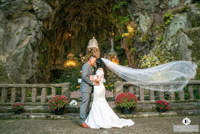 Portland-wedding-planning-at-the-grotto